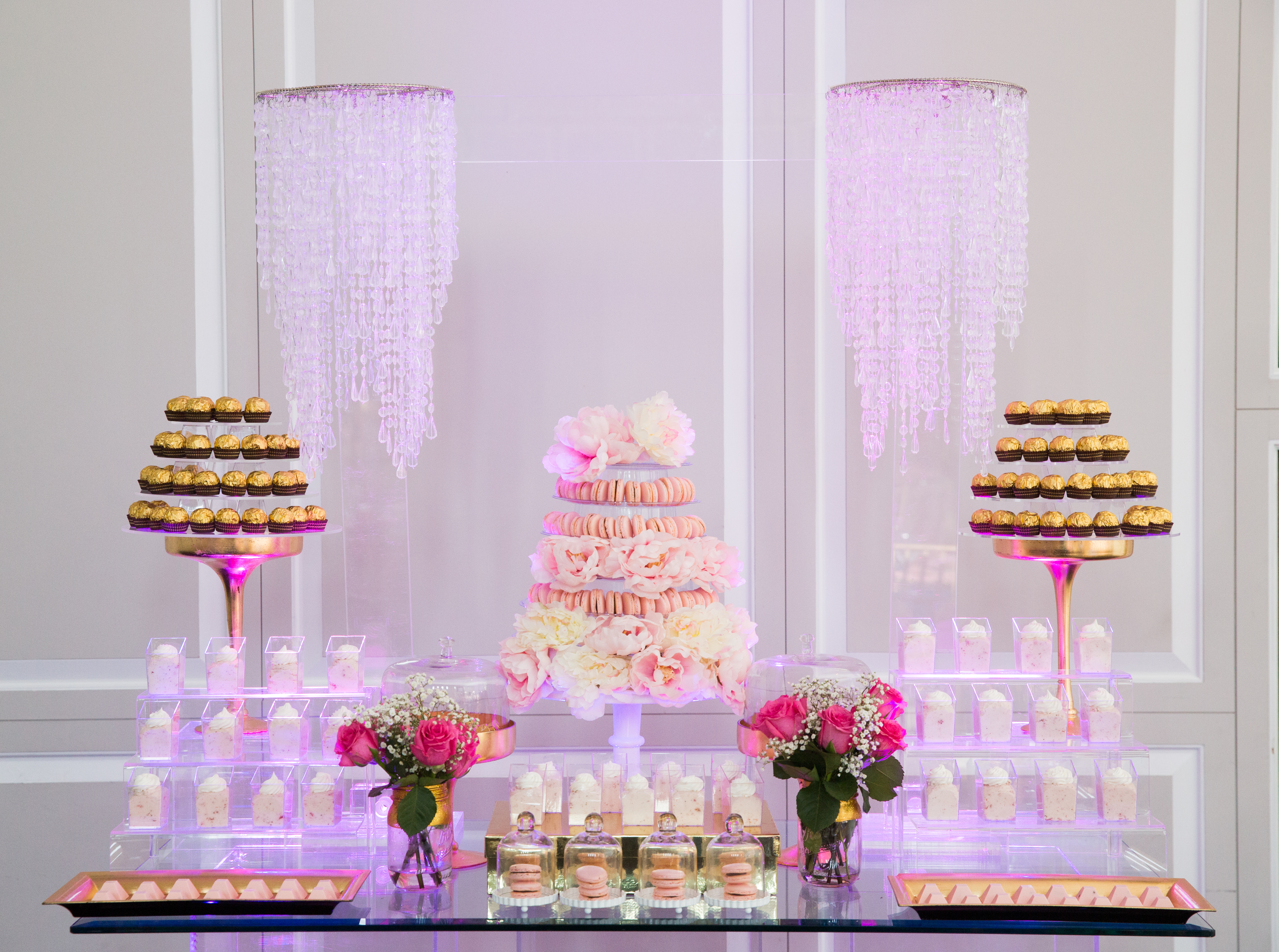 Simple and Modern Wedding Dessert Table » mondeliceblog.com