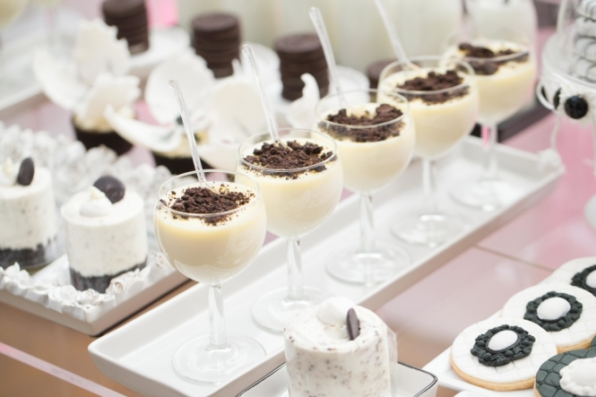 Black And White Wedding Dessert Table 187 Mondeliceblog Com